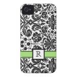 Damasco floral negro del monograma de la cal de en iPhone 4 protector