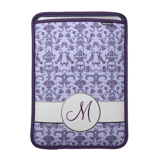 Damasco florentino del vintage (monograma) (lila) funda  MacBook