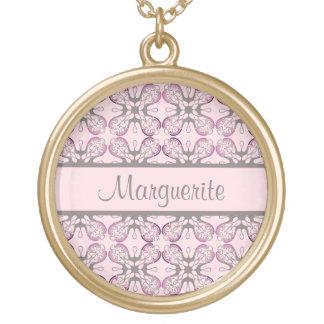Damasco geométrico gris y rosado personalizado collar dorado