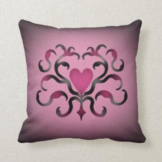 Damasco gótico del corazón en rosa almohadas