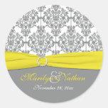 "Damasco gris con el amarillo 1,5"" pegatina redondo"