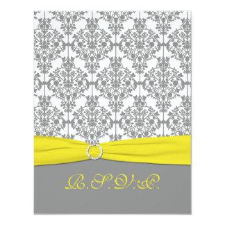 Damasco gris con la tarjeta amarilla de RSVP Anuncio