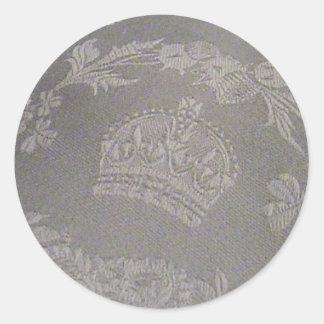 Damasco irlandés antiguo con la corona real pegatina redonda