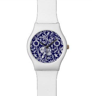 Damasco, marina de guerra y blanco del clavel de reloj de mano