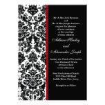 Damasco negro con la invitación roja del boda del