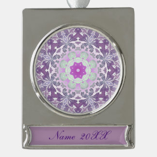 damasco púrpura en colores pastel del modelo rótulos de adorno plateado