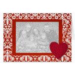 Damasco rojo con el marco de la foto del corazón tarjeton