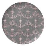 damasco rosado de la lámpara en gris profundo plato para fiesta