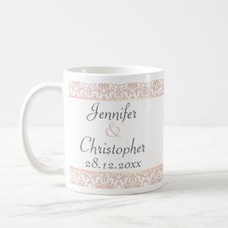 Damasco rosado polvoriento de la lámpara en el bod tazas de café