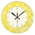 Damascos florales del vintage amarillo y blanco relojes