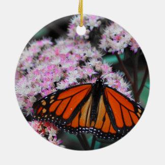 Danaus Plexippus de la mariposa de monarca Adorno Navideño Redondo De Cerámica