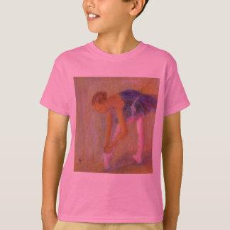 Dancer Tying Her Ballet Shoes, Kid's T-Shirt/Shirt T-Shirt