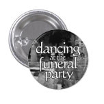 Dancing at the funeral party anstecknadelbuttons