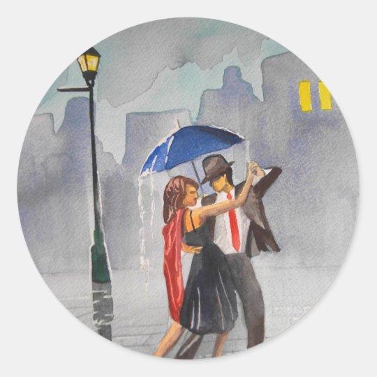 DANCING COUPLE UMBRELLA CLASSIC ROUND STICKER