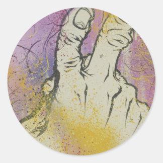 Dando a muerte el dedo pegatina redonda