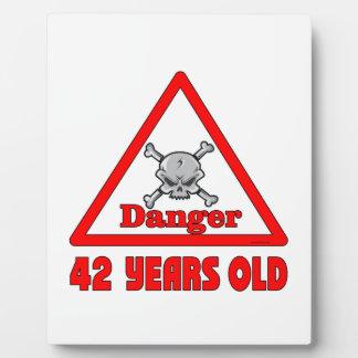 Danger 42 plaques