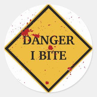 DANGER: I BITE! CLASSIC ROUND STICKER