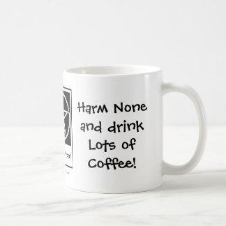 ¡Daño porciones ningunos y de la bebida de café! T Taza Básica Blanca