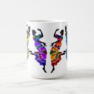 Danza africana del pie taza de café