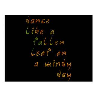 Danza como una hoja caida en un día ventoso tarjeta postal