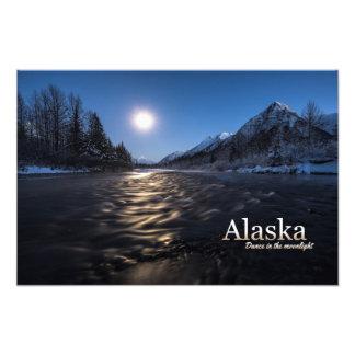 Danza de Alaska en el claro de luna Foto