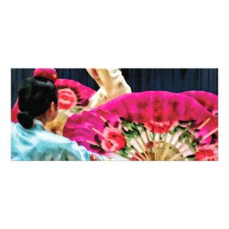 Danza de fan coreana tradicional diseño de tarjeta publicitaria