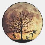Danza de la luna pegatina redonda