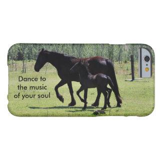 Danza de los caballos a la música funda para iPhone 6 barely there