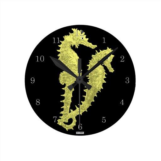Danza de los Seahorses (amarillo) Reloj Redondo Mediano