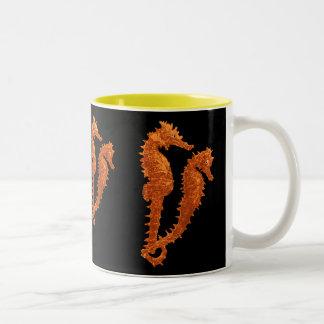 Danza de los Seahorses (naranja) Taza De Dos Tonos