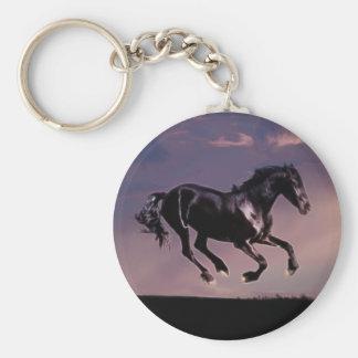 Danza del caballo en la puesta del sol llaveros