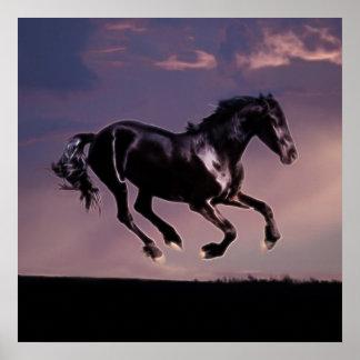 Danza del caballo en la puesta del sol póster
