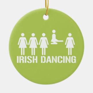 Danza del irlandés adorno redondo de cerámica