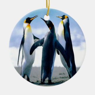 Danza del pingüino adorno navideño redondo de cerámica
