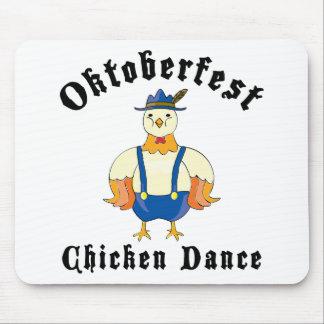 Danza del pollo de Oktoberfest Alfombrillas De Ratón