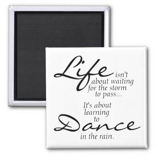 Danza en el imán de la lluvia