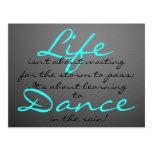 Danza en la lluvia tarjeta postal