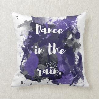 Danza en la pequeña almohada de la lluvia