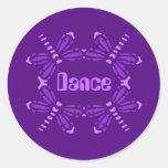 Danza, libélulas en púrpura y rosa etiqueta redonda