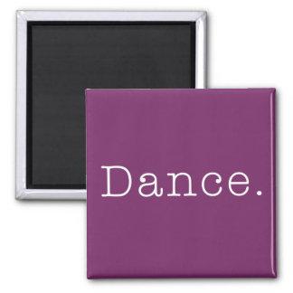 Danza. Plantilla púrpura magenta de la cita de la  Imán Cuadrado