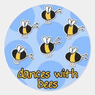 danzas con las abejas pegatina redonda