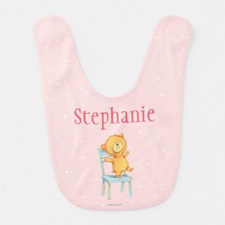 Danzas y juegos amarillos del oso en silla baberos para bebé