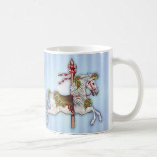 Dapple el caballo gris del carrusel taza básica blanca