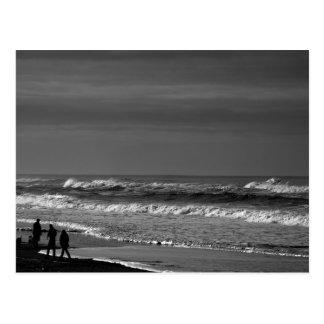 Dar un paseo la costa de Oregon en postal monocrom