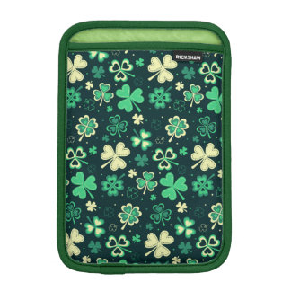 Dark green St Patrick lucky shamrock pattern iPad Mini Sleeve