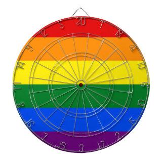 Dartboard con la bandera del orgullo del arco iris