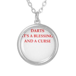 darts round pendant necklace