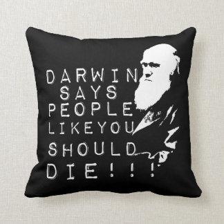 ¡Darwin dice a gente como usted debe morir! Cojín Decorativo
