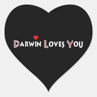 Darwin le ama calcomanía corazón