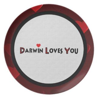 Darwin le ama plato de comida